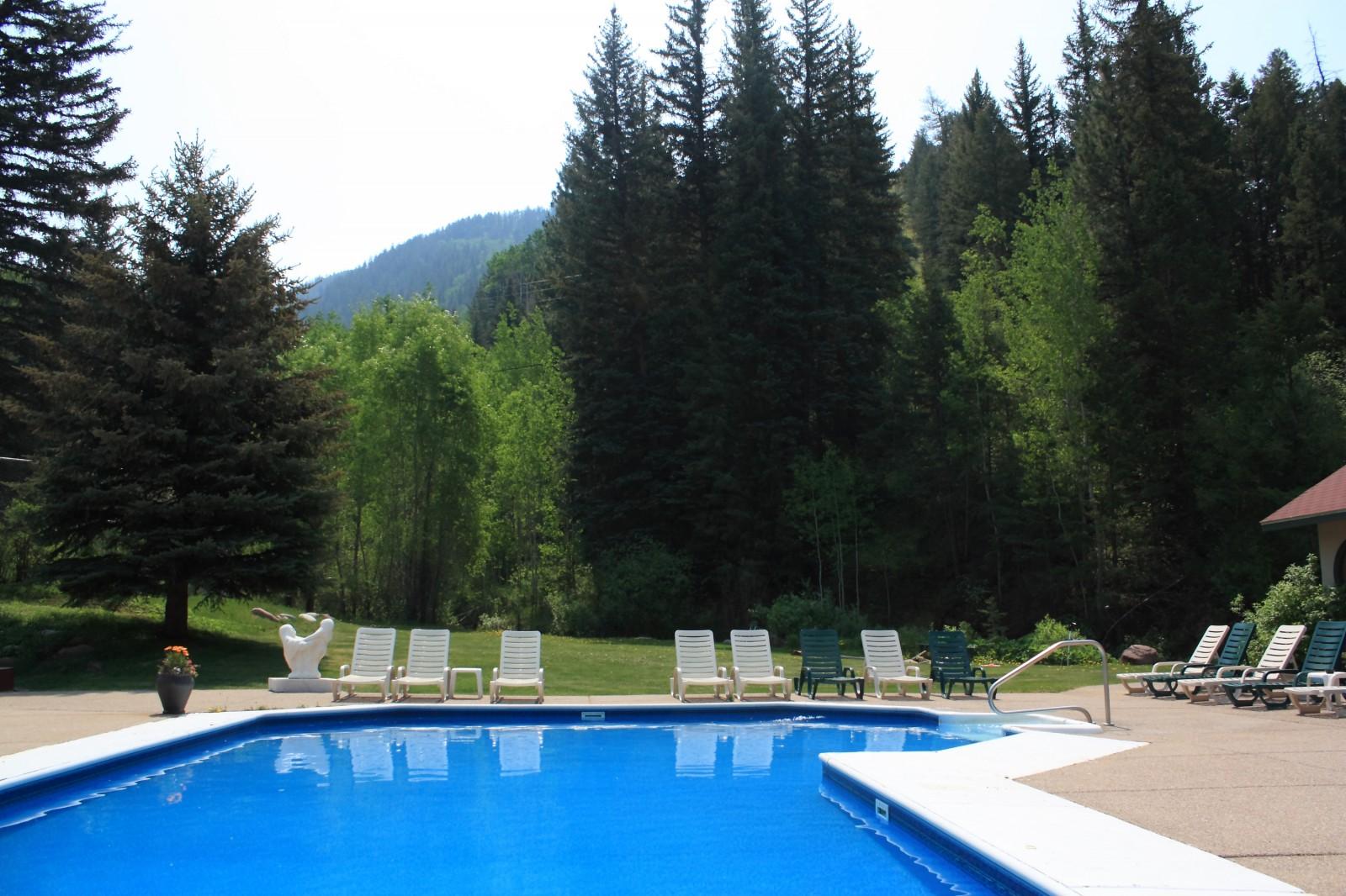 Redstone Inn Mountainside Pool