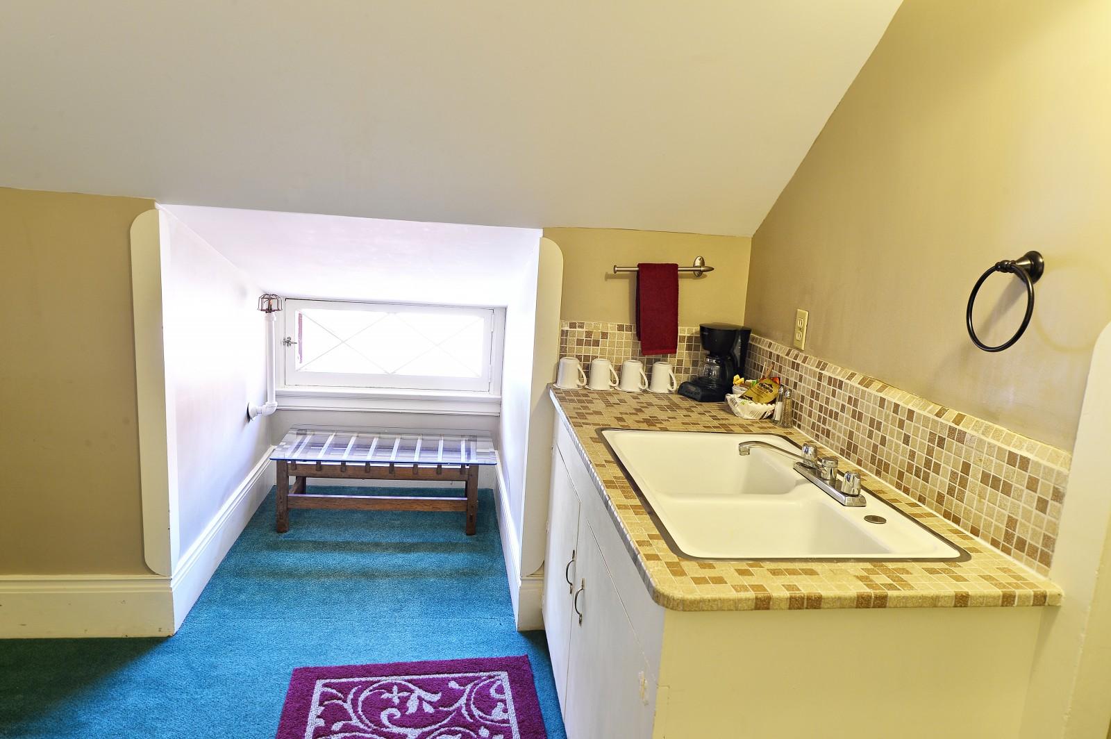 Redstone Inn Family Suite Bathroom